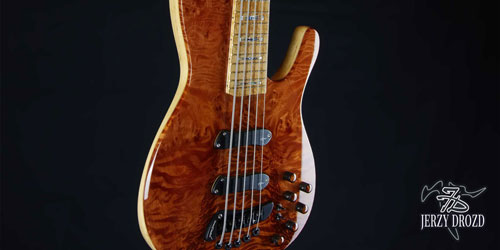 JERZY DROZD Atlas bass guitar half body view