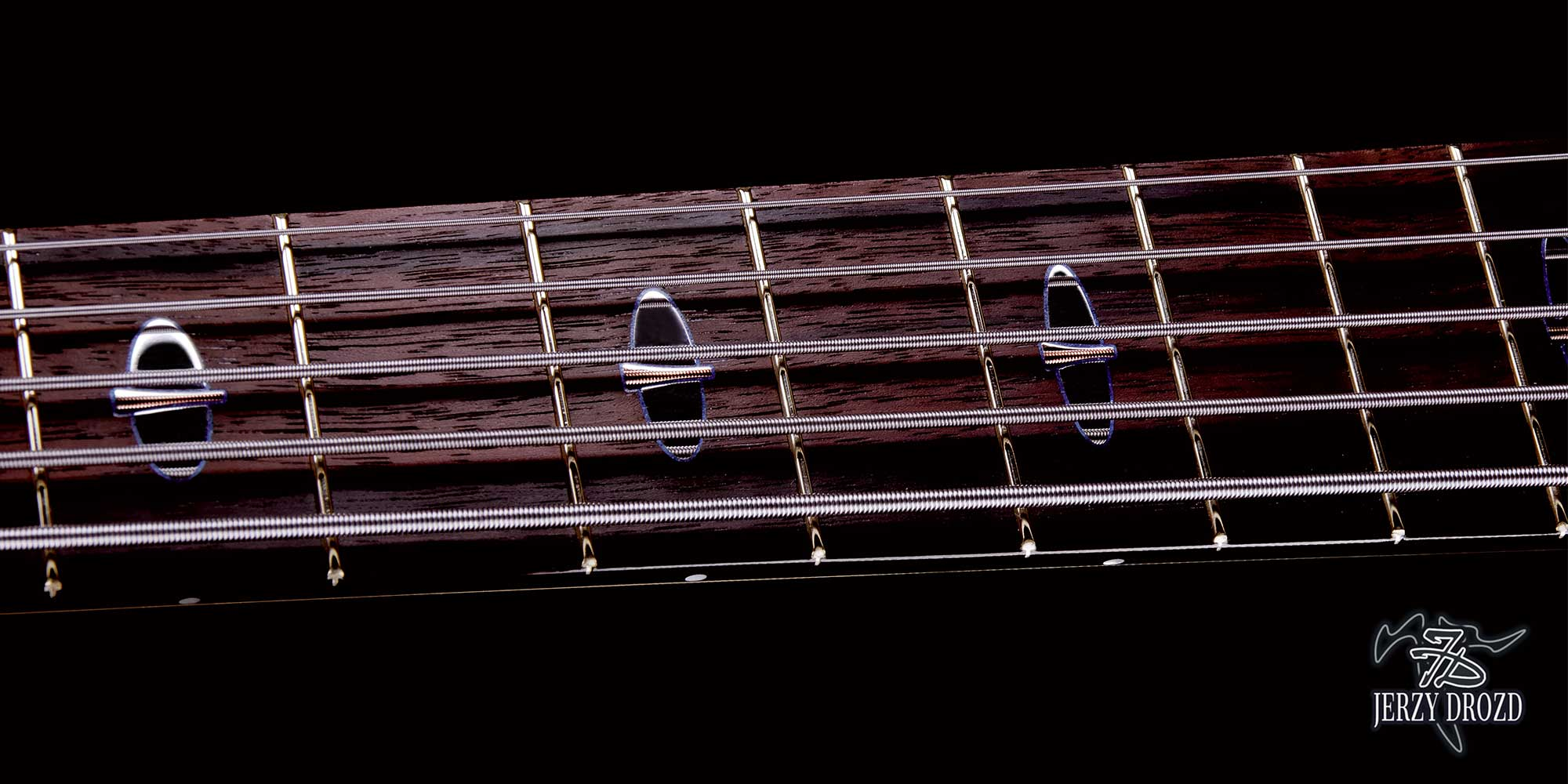 jerzy drozd siracusa bass guitar fretboard ornamented with silver rose gold inlay